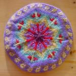 """Inspiré par l'ouvrage """"Knitted Tams"""" Restants de laine divers (essentiellement Ideal de BdF)"""