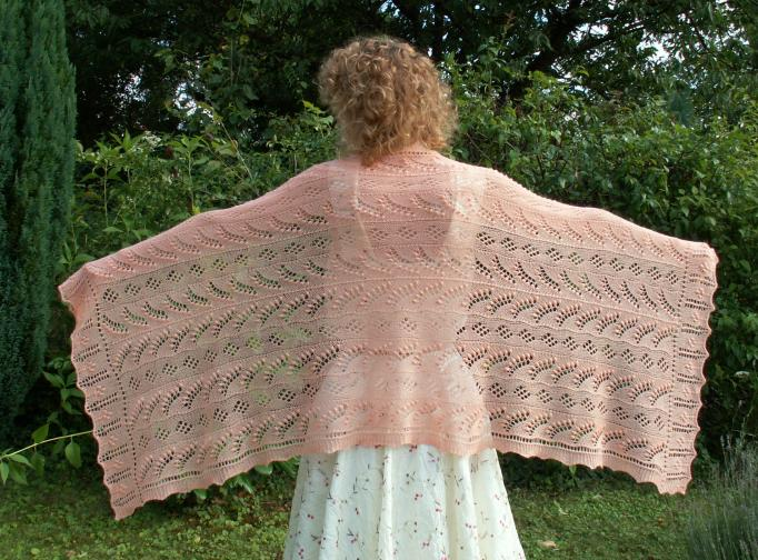 f8a8d51b8fd6 Une étole estonienne de Dorothy Siemens, tricotée dans le cadre du projet «  dentelles 2005 » du groupe Tricotnordique. Tricotée en laine Jaggerspun  Zephyr, ...