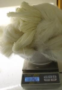 On pèse le poids de la laine sèche