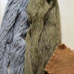 A gauche sur coton et lin, à droite laine.